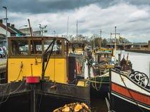 Ζωηρόχρωμα παραδοσιακά σπίτια και houseboats διαβίωσης κατά μήκος του rive Στοκ φωτογραφίες με δικαίωμα ελεύθερης χρήσης