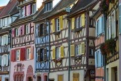 Ζωηρόχρωμα παραδοσιακά γαλλικά σπίτια σε λεπτοκαμωμένο Venise, Colmar Στοκ Εικόνες