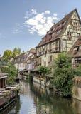 Ζωηρόχρωμα παραδοσιακά γαλλικά σπίτια στην πλευρά του ποταμού Lauch σε λεπτοκαμωμένο Venise, Colmar, Γαλλία Στοκ εικόνα με δικαίωμα ελεύθερης χρήσης