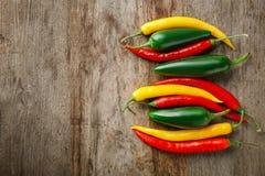 Ζωηρόχρωμα πιπέρια στο υπόβαθρο Στοκ εικόνα με δικαίωμα ελεύθερης χρήσης