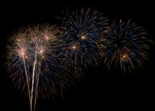 Ζωηρόχρωμα πυροτεχνήματα στο σκοτεινό ουρανό Στοκ Εικόνα
