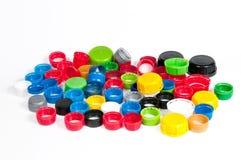 Ζωηρόχρωμα πλαστικά καλύμματα μπουκαλιών Στοκ Φωτογραφία
