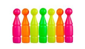Ζωηρόχρωμα πλαστικά παιχνίδια: κόκκινα, κίτρινα, πορτοκαλιά και πράσινα skittles Στοκ φωτογραφίες με δικαίωμα ελεύθερης χρήσης
