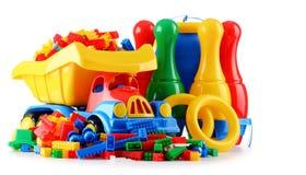 Ζωηρόχρωμα πλαστικά παιχνίδια παιδιών που απομονώνονται στο άσπρο υπόβαθρο Στοκ Εικόνες