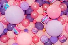 Ζωηρόχρωμα ρόδινα και πορφυρά μπαλόνια 2 στοκ εικόνες με δικαίωμα ελεύθερης χρήσης