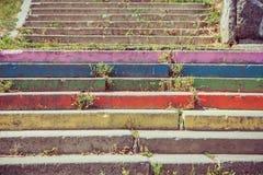 Ζωηρόχρωμα σκαλοπάτια στην οδό Στοκ εικόνες με δικαίωμα ελεύθερης χρήσης