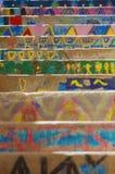 Ζωηρόχρωμα σκαλοπάτια ενός σχολείου σε Bonifacio, με τα σχέδια που γίνονται κοντά Στοκ Εικόνες
