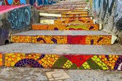 Ζωηρόχρωμα σκαλοπάτια Valparaiso πόλεων Στοκ Εικόνες