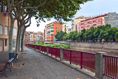 Ζωηρόχρωμα σπίτια και διαμερίσματα Girona Στοκ Εικόνες