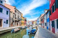 Ζωηρόχρωμα σπίτια, νησί Burano, Βενετία, Ιταλία Στοκ εικόνα με δικαίωμα ελεύθερης χρήσης