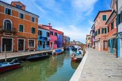 Ζωηρόχρωμα σπίτια, νησί Burano, Βενετία, Ιταλία Στοκ εικόνες με δικαίωμα ελεύθερης χρήσης