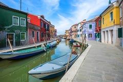 Ζωηρόχρωμα σπίτια, νησί Burano, Βενετία, Ιταλία Στοκ Φωτογραφία