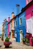 Ζωηρόχρωμα σπίτια σε Burano, Βενετία, Ιταλία Στοκ εικόνα με δικαίωμα ελεύθερης χρήσης