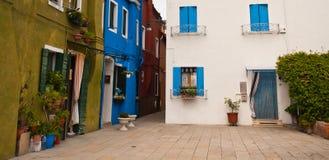 Ζωηρόχρωμα σπίτια στην Ιταλία Στοκ Φωτογραφία