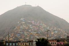 Ζωηρόχρωμα σπίτια στην ομίχλη - Λίμα - Περού στοκ φωτογραφίες με δικαίωμα ελεύθερης χρήσης