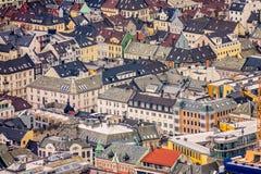 Ζωηρόχρωμα σπίτια στο Μπέργκεν που βλέπει άνωθεν Στοκ Εικόνες