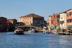 Ζωηρόχρωμα σπίτια στο νησί Murano κοντά στη Βενετία, Ιταλία στοκ εικόνα με δικαίωμα ελεύθερης χρήσης