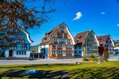 Ζωηρόχρωμα σπίτια στο χωριό Appenzell στην Ελβετία Στοκ φωτογραφία με δικαίωμα ελεύθερης χρήσης