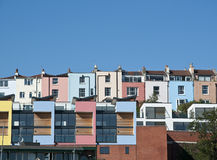 ζωηρόχρωμα σπίτια του Μπρίσ& Στοκ Εικόνες