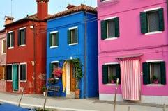 Ζωηρόχρωμα σπίτια του νησιού Burano, Βενετία, Ιταλία Στοκ Φωτογραφίες