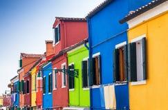 Ζωηρόχρωμα σπίτια Burano, Ιταλία Στοκ Φωτογραφία