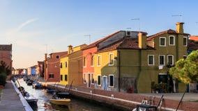 ζωηρόχρωμα σπίτια burano Στοκ εικόνες με δικαίωμα ελεύθερης χρήσης
