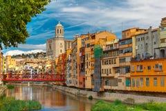 Ζωηρόχρωμα σπίτια Girona, Καταλωνία, Ισπανία στοκ φωτογραφία με δικαίωμα ελεύθερης χρήσης