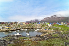 Ζωηρόχρωμα σπίτια Qeqertarsuaq, Γροιλανδία στοκ φωτογραφίες με δικαίωμα ελεύθερης χρήσης