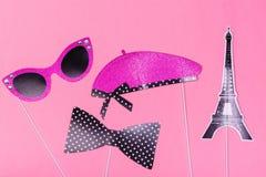 Ζωηρόχρωμα στηρίγματα θαλάμων φωτογραφιών για το κόμμα ημέρας βαλεντίνων - ο πύργος, τα χείλια, mustache, τα γυαλιά και η λέξη το Στοκ Εικόνα