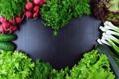 Ζωηρόχρωμα συστατικά λαχανικών φρέσκα λαχανικά πιπεριών αραβόσιτου καρότων ανασκόπησης cabbadge Στοκ Φωτογραφίες