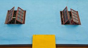 Ζωηρόχρωμα σχέδια παραθύρων στοκ εικόνα