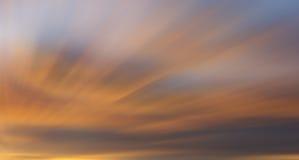 Ζωηρόχρωμα σύννεφα με τη μακροχρόνια επίδραση έκθεσης Στοκ Εικόνες
