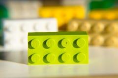 Ζωηρόχρωμα τούβλα Lego από την ομάδα Lego που απομονώνεται στο άσπρο υπόβαθρο Στοκ Εικόνες