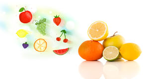 Ζωηρόχρωμα φρούτα με συρμένα τα χέρι διευκρινισμένα φρούτα Στοκ εικόνες με δικαίωμα ελεύθερης χρήσης