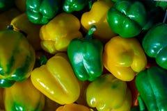 ζωηρόχρωμα φυσικά πιπέρια κουδουνιών ανασκόπησης Στοκ φωτογραφίες με δικαίωμα ελεύθερης χρήσης