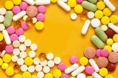 ζωηρόχρωμα χάπια σωρών Στοκ εικόνα με δικαίωμα ελεύθερης χρήσης
