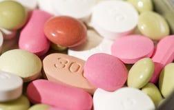 ζωηρόχρωμα χάπια Στοκ φωτογραφία με δικαίωμα ελεύθερης χρήσης