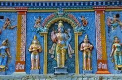 Ζωηρόχρωμα χαρασμένα είδωλα στο Gopuram, στον τρόπο σε Thanjavur, Tamil Nadu, Ινδία Στοκ φωτογραφίες με δικαίωμα ελεύθερης χρήσης