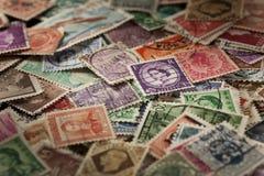 Ζωηρόχρωμα χρησιμοποιημένα τρύγος γραμματόσημα Στοκ Εικόνες