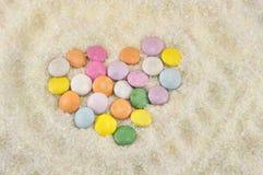 Ζωηρόχρωμα bonbons στη ζάχαρη Στοκ Φωτογραφίες
