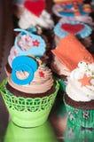 ζωηρόχρωμα cupcakes Στοκ Εικόνες