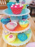 ζωηρόχρωμα cupcakes Στοκ Φωτογραφίες