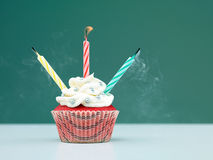 Ζωηρόχρωμα muffin κεριά Στοκ φωτογραφίες με δικαίωμα ελεύθερης χρήσης