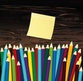 Ζωηρόχρωμα pencis Κίτρινο φύλλο του εγγράφου για τις σημειώσεις sticker Vecto διανυσματική απεικόνιση