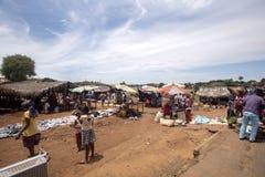 Ζωηρόχρωμες αγορές στο κύριο δρόμο, κοντά σε Antsohihy, Μαδαγασκάρη Στοκ φωτογραφία με δικαίωμα ελεύθερης χρήσης