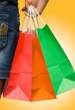 ζωηρόχρωμες αγορές τσαντώ στοκ εικόνα με δικαίωμα ελεύθερης χρήσης