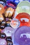 Ζωηρόχρωμες λαμπρές σφαίρες γυαλιού συλλογής Στοκ Εικόνες