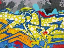 Ζωηρόχρωμες βέλη και γραμμές σε έναν τοίχο τσιμέντου Στοκ Φωτογραφίες