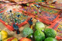 Ζωηρόχρωμες βιοτεχνίες για την πώληση στο χωριό Pingla, δυτική Βεγγάλη, Ινδία Στοκ εικόνες με δικαίωμα ελεύθερης χρήσης