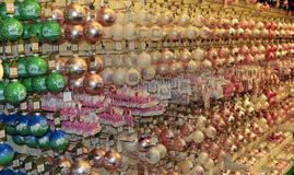 Ζωηρόχρωμες διακοσμήσεις και διακοσμήσεις Χριστουγέννων Στοκ εικόνες με δικαίωμα ελεύθερης χρήσης